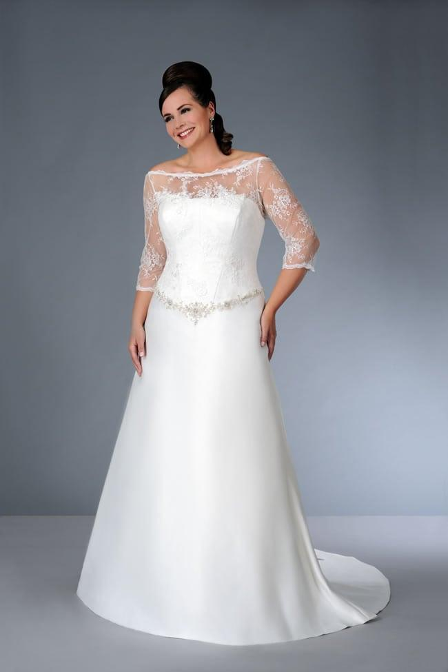 three quarter length sleeve wedding dress for plus size bride
