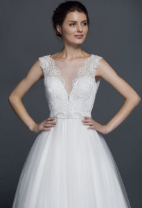 sleeveless lace wedding dress