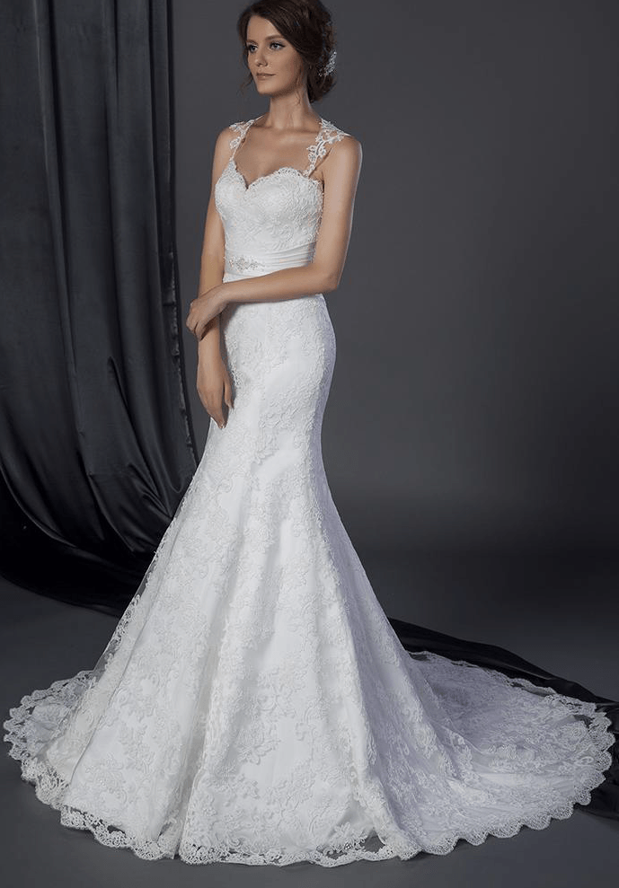 Wedding gown with wide lace shoulder straps for Best wedding dress for wide shoulders