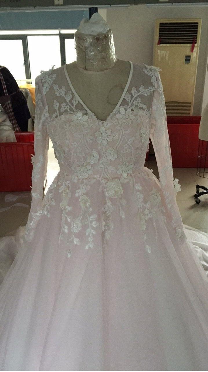 Blush farbigen plus size Hochzeitskleid mit langen Ärmeln