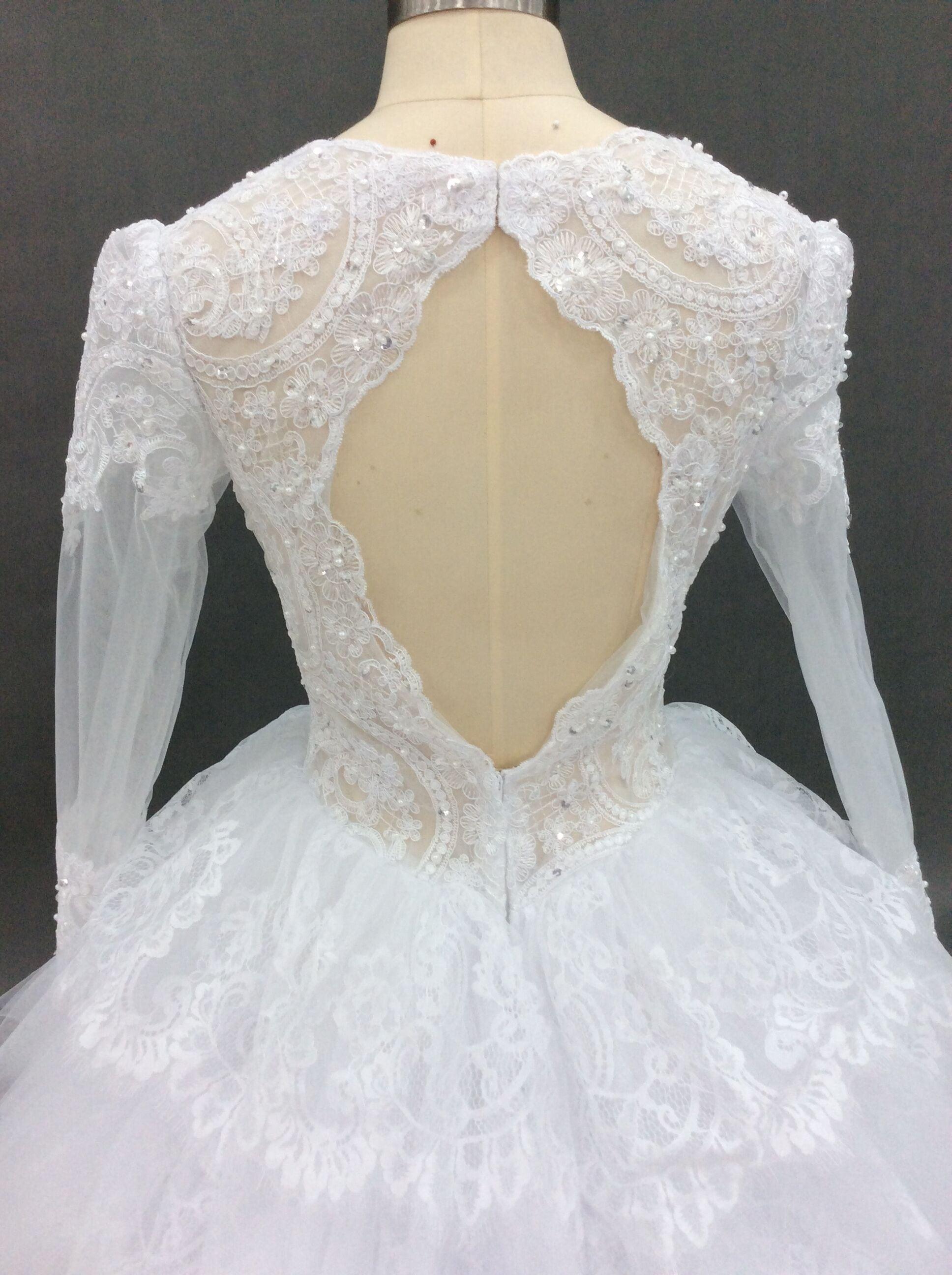 Kundenspezifisches langärmliges Brautkleid inspiriert von Pnina Tornai